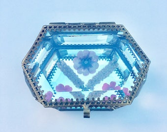 Glass trinket box with real flowes