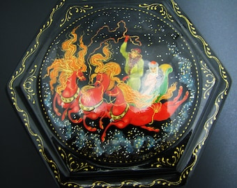 Russian Palekh Tradition Painted Lacquer Box with Troikia or 3 Horses Scene