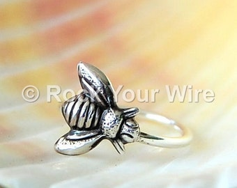 Bee Hoop / Bee Cartilage Earring / Cartilage Hoop / Cartilage Piercing / Bee Earring / Helix Hoop / Silver Cartilage Hoop / Tragus Hoop