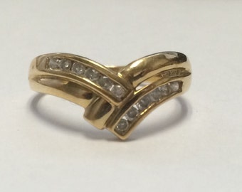 Beautiful 10k Yellow Gold DIAMOND Ring Size 8!