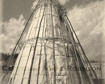 Tipi. Ville de fantôme. Gravure originale de photographie numérique. Noir et blanc. Decoration murale. TIPI de 4 milles par Mikel Robinson