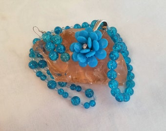 Blue glass bead and flower pendant set