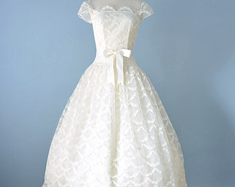 Vintage 1950s Wedding Dress...LORRIE DEB Ivory Lace Ballerina Length Wedding Dress 27 Inch Waist