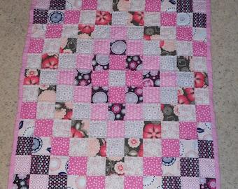 "Pink Gray & Black Polka Dot Hand Sewn Girls Baby Toddler Lap Crib Quilt 32"" x 44"" Trip Around the World"
