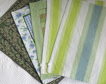 6 mismatched placemats . mixed palmist . lot of 6 . placemats . green blue placemat lot