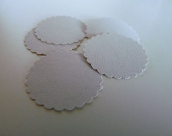 Circle sticker envelope seals - dove grey with scalloped edges