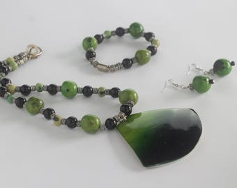 Black and green beaded necklace, bracelet and earrings set