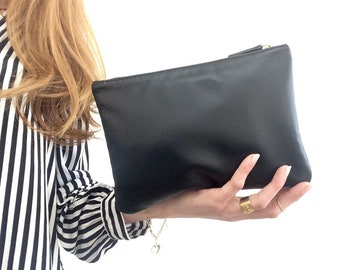 Black leather pouch. Black cosmetic pouch. Leather makeup pouch. Evening black leather clutch. Pochette. Zipper pouch. Leather makeup bag.