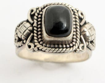 Vintage Styled Ornate Silver Ring featuring a Brilliant Onyx Stone made from Sterling Silver // sz: 6