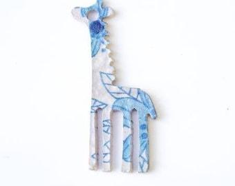 Giraffe pattern metal charm leaf