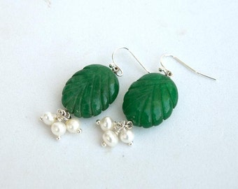 Emerald leaves and pearls earrings Real emerald leaf beads and wire wrapped freshwater pearls Birthstone emerald earrings Green white E1236