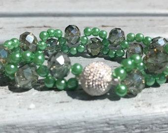 Pretty green beaded ripple bracelet