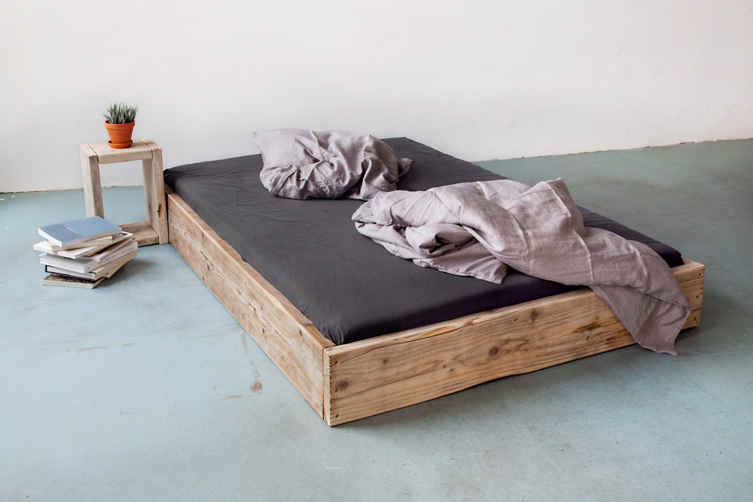 upcycle berlin bett aus bauholz modell square. Black Bedroom Furniture Sets. Home Design Ideas