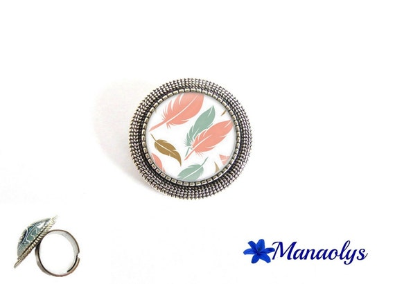 ring adjustable antique silver round, pink and blue feathers, 193 glass cabochons