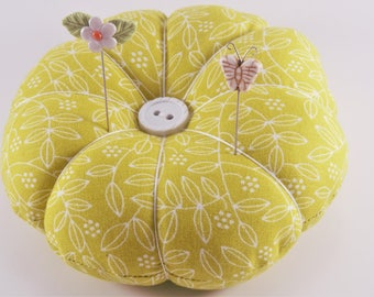 Retro Leaf Design Pincushion, Fabric Pincushion, pincushion with decorative pins, sewing and quilting supplies, Mothers Day gift