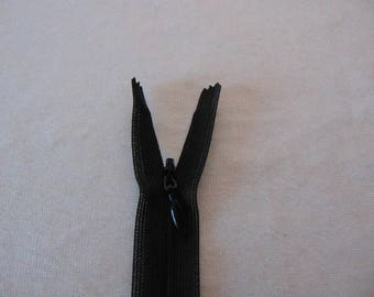 Hidden zipper closure, black (Y-580)