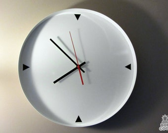 Bob Cool Designed Gloss White Metal 80s Style Simple Plain Basic Wall Clock