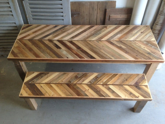 Reclaimed pallet and barn wood kitchen table with matching - Table cuisine palette ...