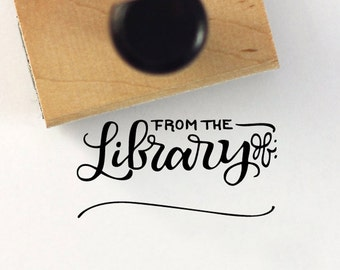De la bibliothèque de - tampon à la main en lettres - 1 x 2 tampon - ex-libris
