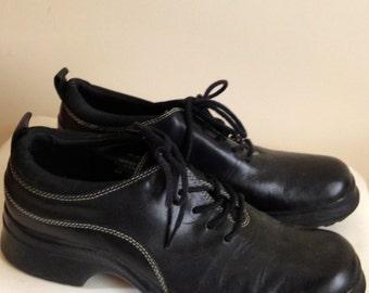 Sale Now On Sale Vintage 90s Ladies Shoes/ KENNETH COLE Reaction Lace Up Women Rubber Sole Comfy Grunge Leather Shoes Size 8 M