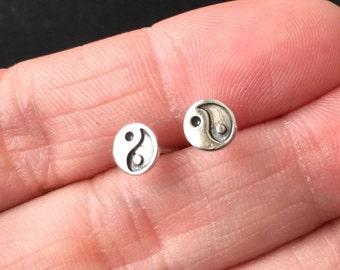 Oxidized 925 Sterling Silver Yin-Yang Stud Earrings, Yin-Yang cartilage stud - Tiny Yin-Yang  Studs - Yin-Yang  post earring