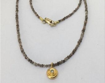 Rough diamonds necklace with diamond pendant