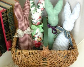 Lapin en peluche lapin - panier de remplissage - décor de printemps - Primitive lapin de Pâques - Pâques lapin - Primitive Home Decor lapin - décor rustique-