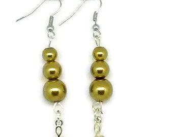 Gold Glass Pearl Beaded Earrings with Treble Clef Charm