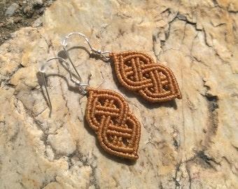 The Celt - macrame celtic knot earrings in beige