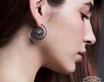 Espiral color plata,pendientes tribal, pendientes gypsy, joyería étnica, pendientes india