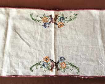 Table Runner: Antique handmade linen table runner with spinning stitch embroidery. Vintage runner Chemin de table ancien