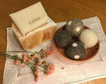 Organic Wool Dryer Balls - Set of 4 - Eco Friendly Alternative to Dryer Sheets/Fabric Softener - Undyed Fiber - Handfelted with Love