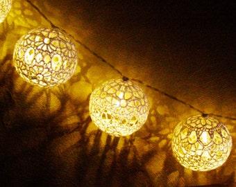 String LED Lights, Fairy Lights, Lacy Bedroom Decorations Nursery Lights, Party Lighting 20 Crocheted balls, garland light