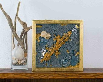 Geologica, mosaico. Vetro e smalto di Murano con conchiglie, sassi, sabbia.Tecnica mista originale.Cornice foglia oro.Contemporaneo, moderno