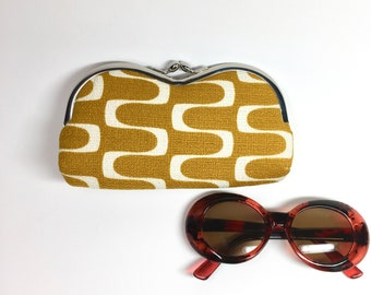 Kisslock Sunglass Case - Gold Wave