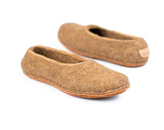 Cognac brown felted slippers handmade from natural felted wool, Warm home slippers for him and her, Felted wool slippers, Hygge gift idea