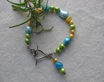 Bright and Playful Pearl Bracelet