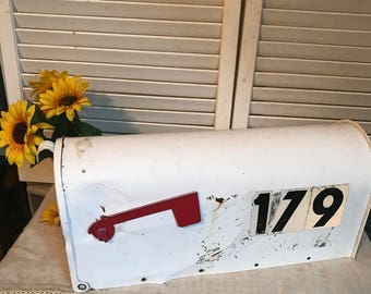 Vintage Metal Mailbox, US Mail approved by the Postmaster General, Eagle, Red Flag, The Solar Group