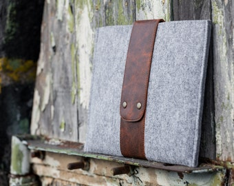 Grey Felt MacBook Pro sleeve with leather strap and button closure. Macbook pro 13 sleeve, macbook case, macbook pro 13 case
