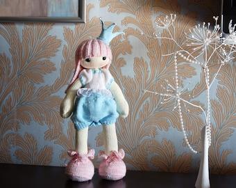 Shy Princess. The Doll. - pdf knitting pattern. Knitted round.