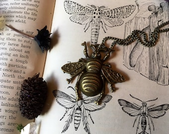 Insect Bee Large Vintage Style Necklace
