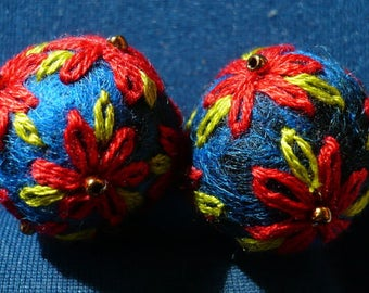 set of 2 felted wool beads blue and embroidered cotton red and green, 21 mm approx