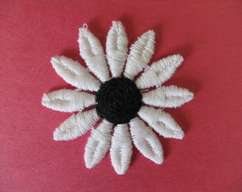 daisy flower patch vintage black and white floral appliqué new old stock sewing trim