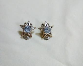 Vintage 1970's gold tone star with rhrinestone clip on earrings. Belonged to my mom. Would look great on you.