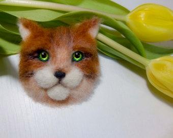 Cat brooch of wool.