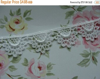 ONSALE 2 yards of Stunning Bright White Vintage Venice Lace Trim Mint Condition