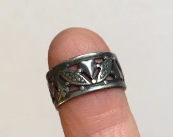 old hearts and leaves band size 3 and 1/2