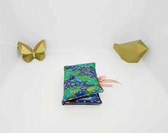 Sur commande ! Trousse à pharmacie, pochette à homéopathie, format voyage ou sac à main. Tissu japonais fleuri et bleu à pois.