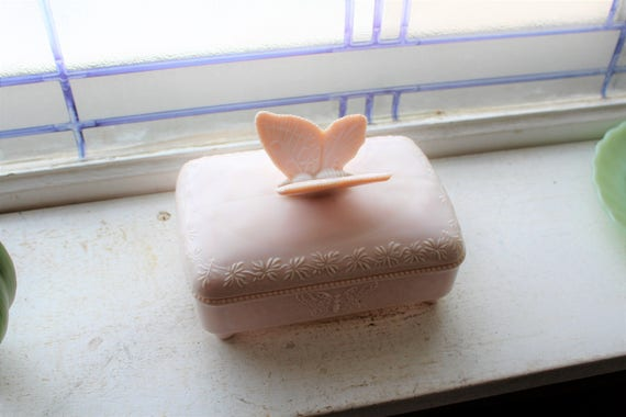 Jeannette Glass Shell Pink Butterfly Cigarette or Card Box