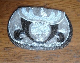 Pocket wallet Belle Epoque entirely embroidered with pearls of rubbles white and grey pearly